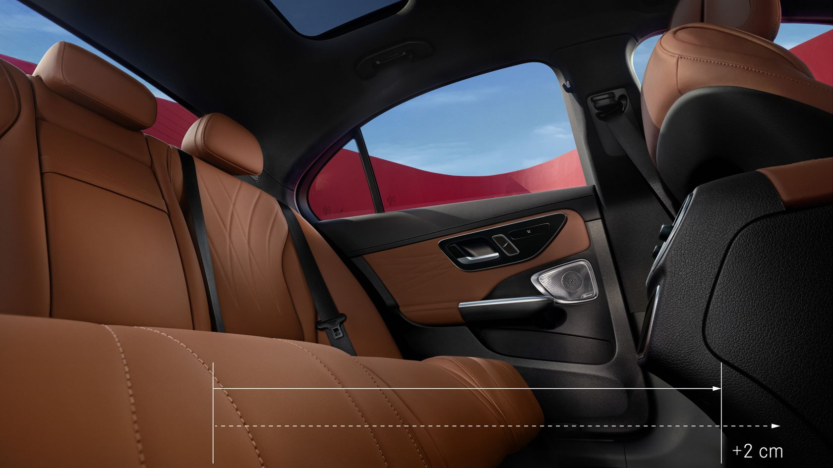 A képen a Mercedes-Benz C-osztály limuzin hátsó tere látható.